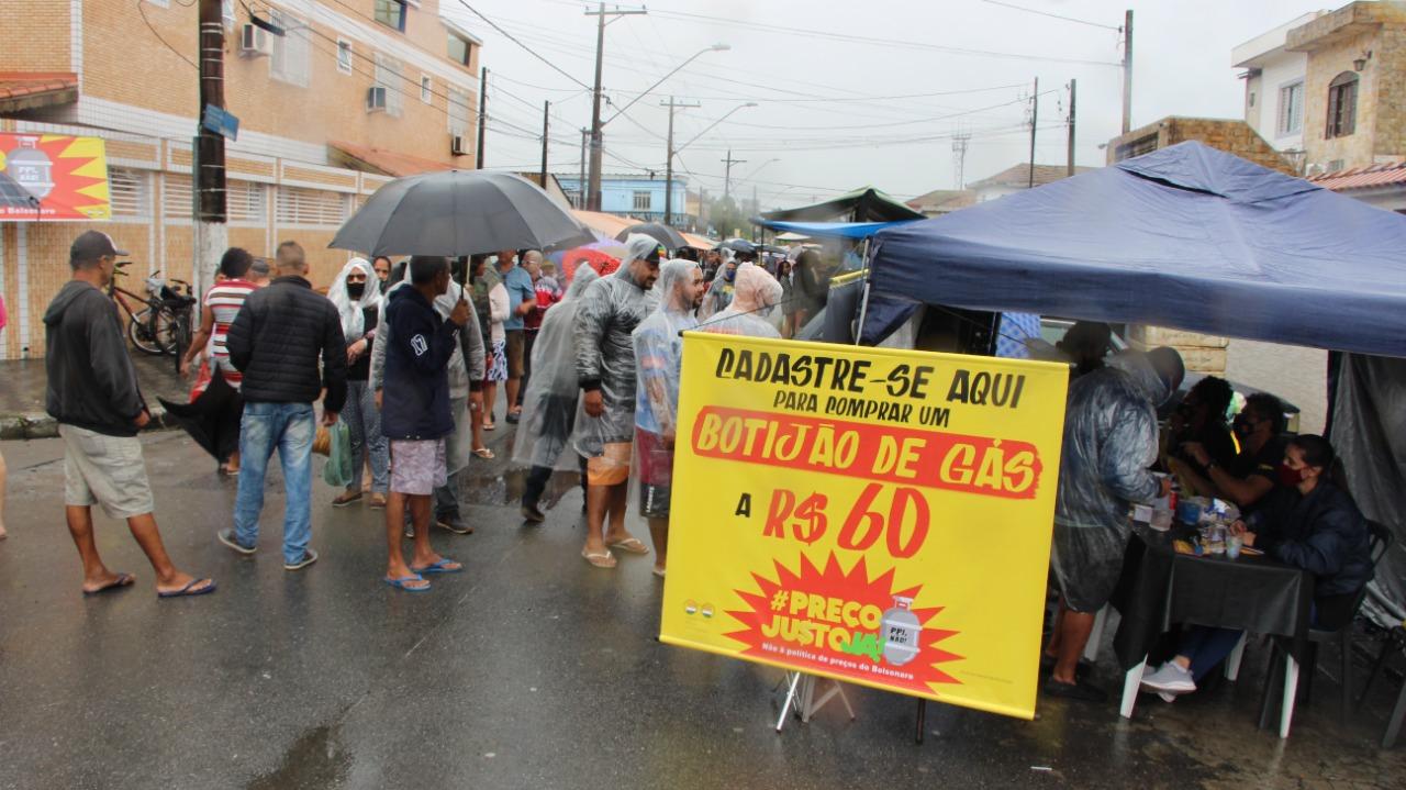 Preço Justo | Ação solidária vende botijão de gás a R$ 60 em cinco cidades do país